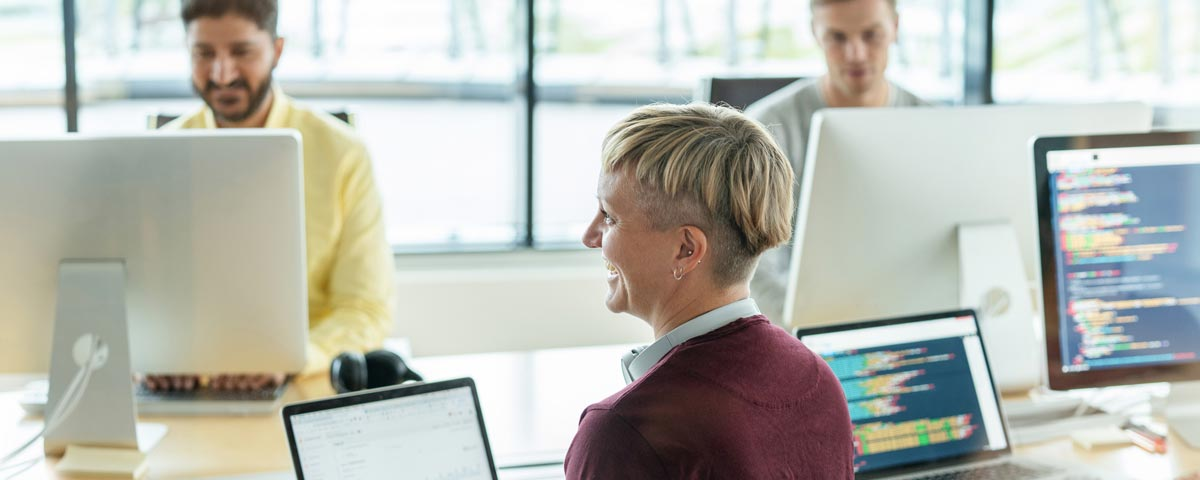 Visma Academy rekrytoivan koulutusohjelman avulla uusiin ohjelmistoalan työtehtäviin